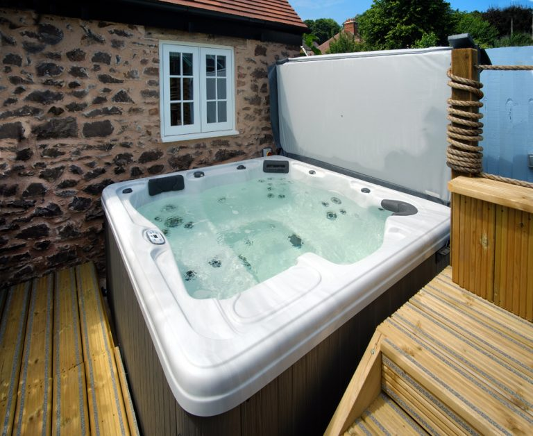 Hot tub at Stone Barn
